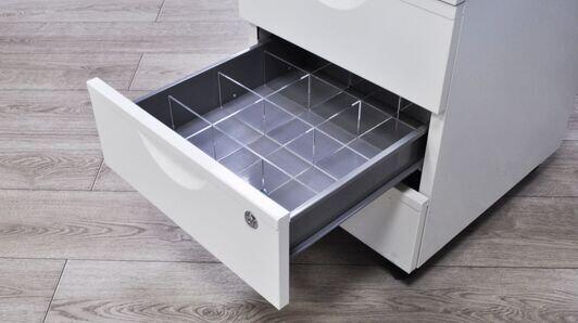 Organizer do szuflad na wymiar z plexi – dlaczego warto?