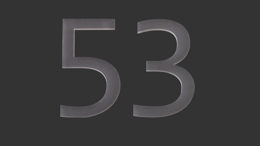 Cyfry i litery z pleksi – zaprojektuj numer domu!